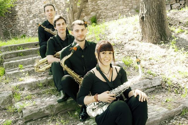 Actuación de Ligno 4Sax en los jardines del Auditori Teulada-Moraira