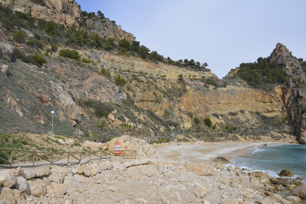 Finalizan los trabajos para estabilizar los taludes en Cala Moraig