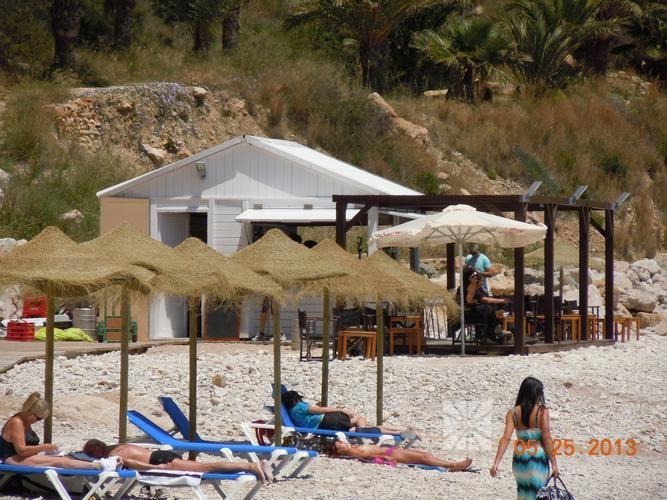 Ya están abiertos los chiringuitos en la Playa Moraig