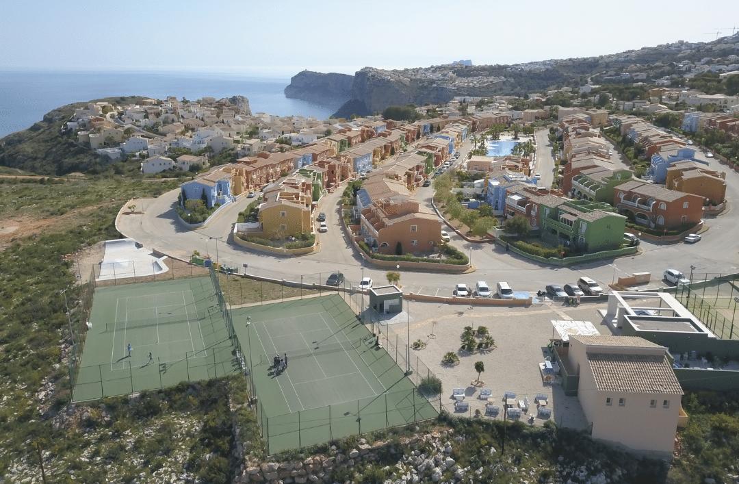 Únete a la academia de tenis Dylan Mary en Residential Resort Cumbre del Sol
