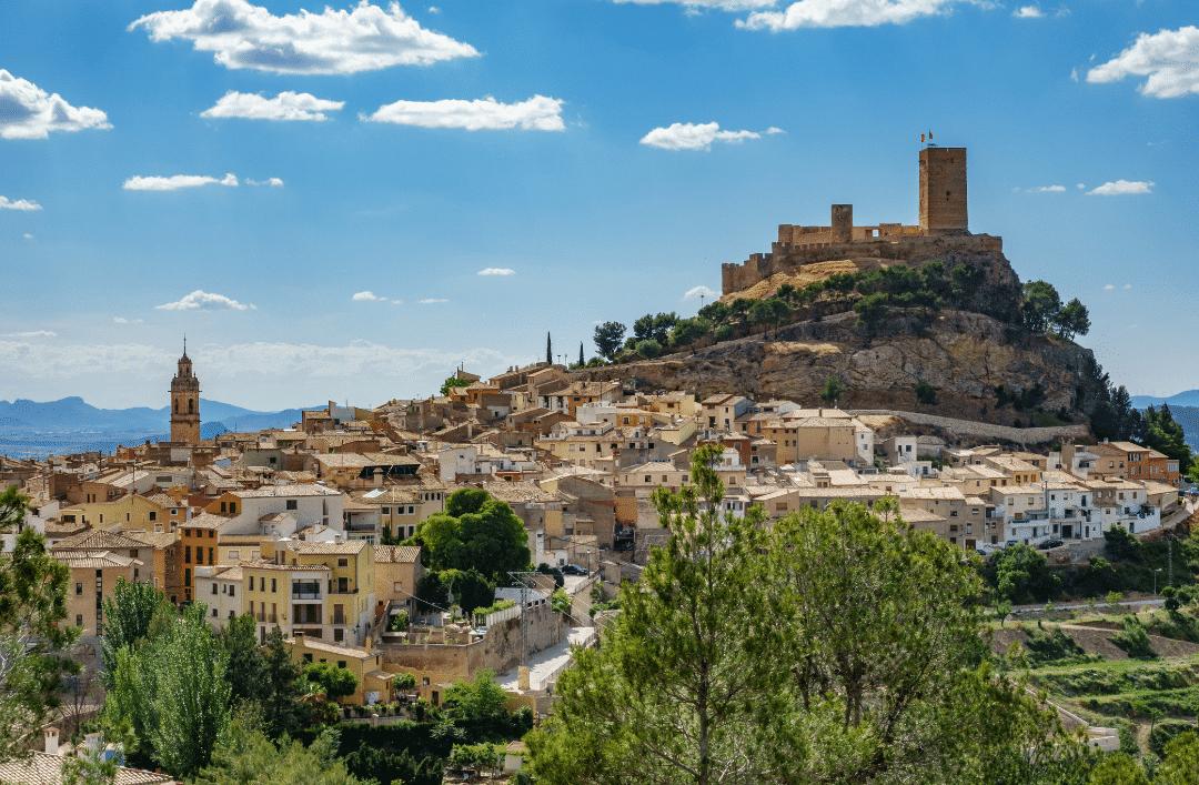 Discover the best castles close to Cumbre del Sol!