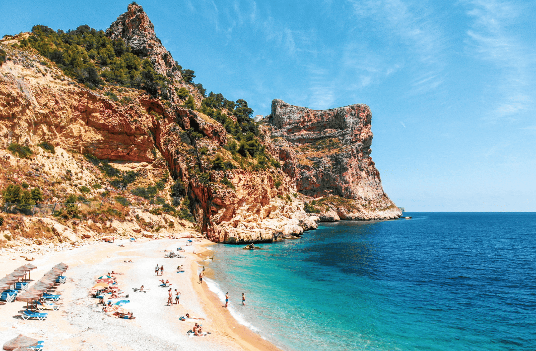 Get ready to discover the best beaches and coves along the Costa Blanca