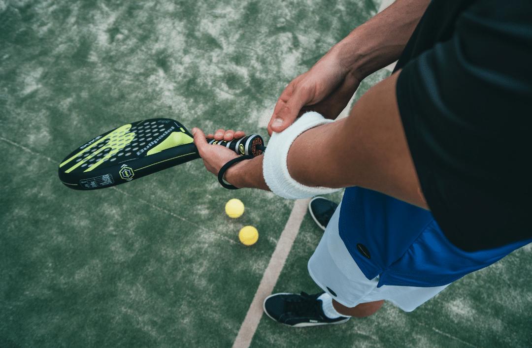 Voordelen van het spelen van paddle tennis in Cumbre del Sol: sport op een unieke plek
